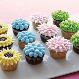 150722 Fanciful-Two-Toned-Floral-Cupcakes-large