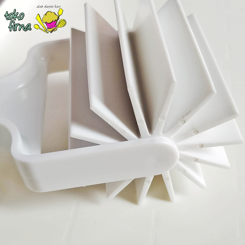 Bear Claw Pastry Cutter